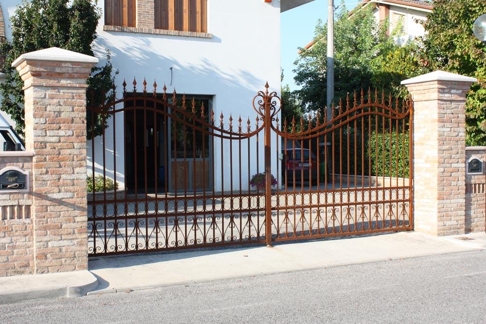 Cancello in ferro battuto for Lance per cancelli in ferro