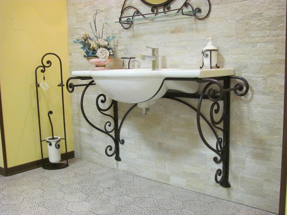 arredamento per bagno in ferro battuto