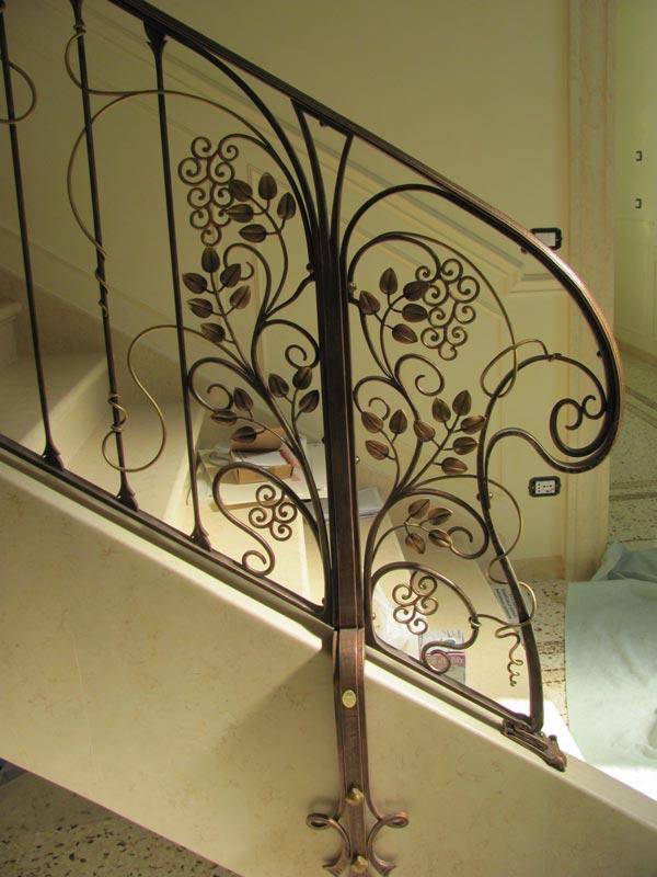 Ringhiera scala interna e parapetto in ferro battuto foto 6 - Scale in ferro battuto per interni ...